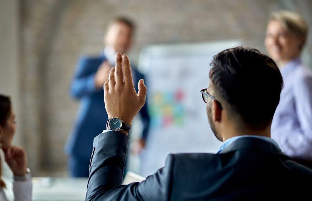 profissional construindo uma carreira baseada em valores