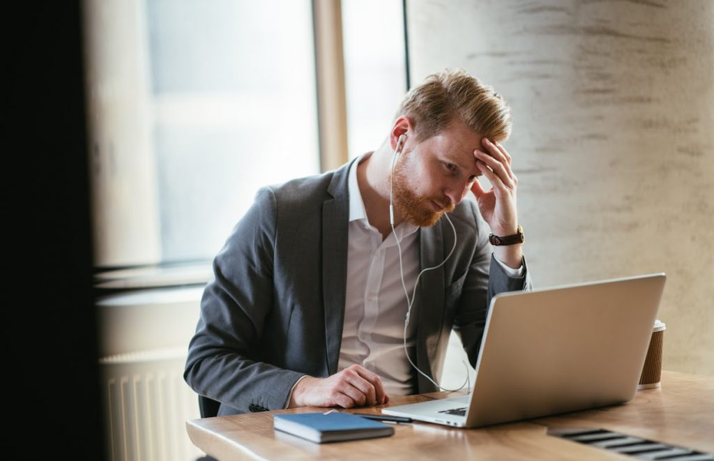 Imagem de profissional a ponto de pedir demissão